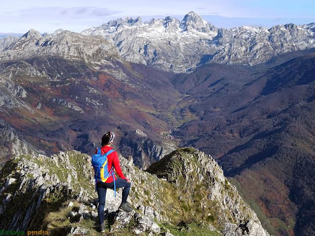 Una mirada hacia el Macizo del Cornión en Picos de Europa