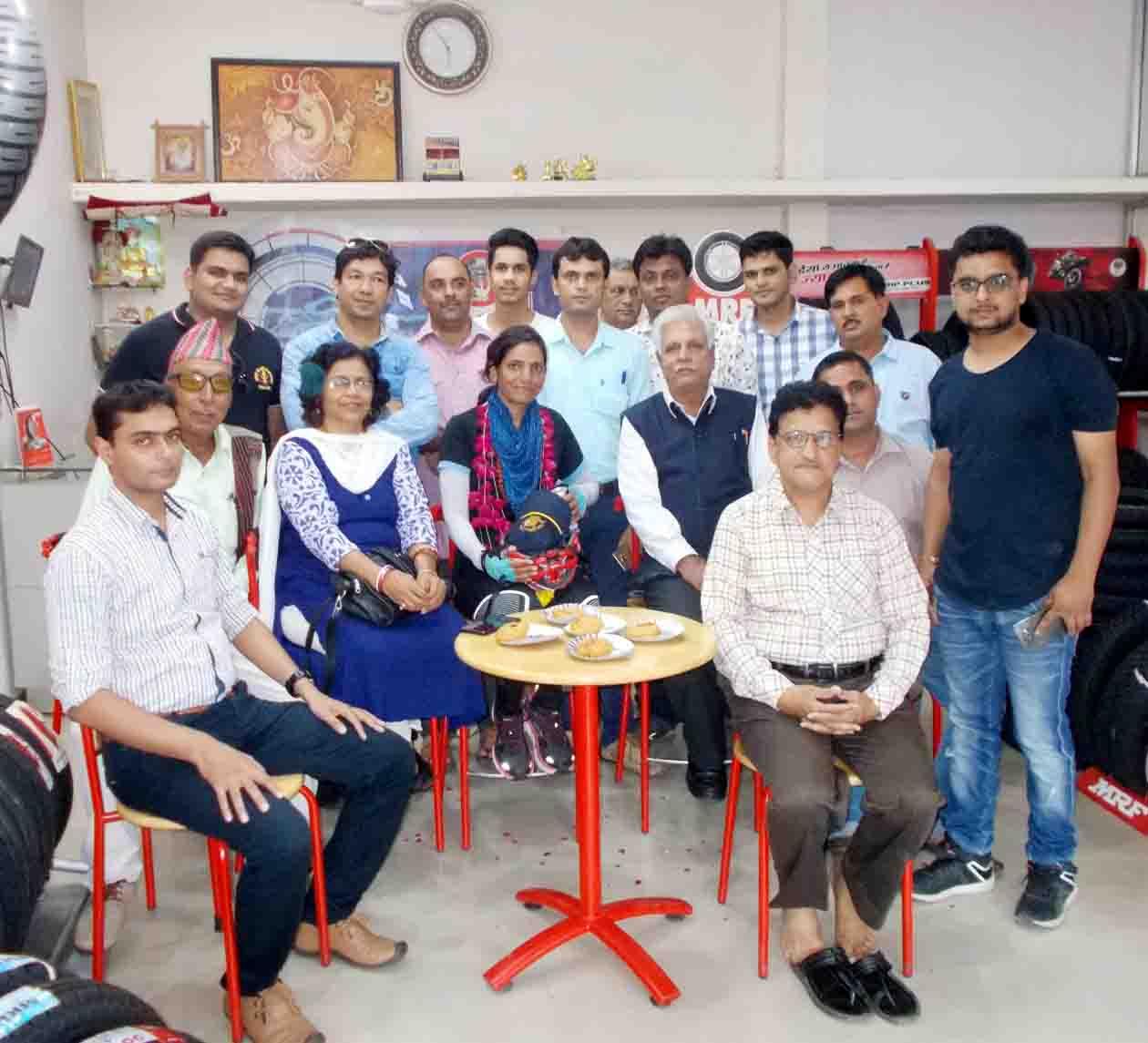 भारत की बेटी सुश्री सुनितासिंह चौकेन की आगवानी कर रोटरी क्लब ने किया भव्य स्वागत, सुबह करेगी मुख्य बाजारों में साईकिल से भ्रमण
