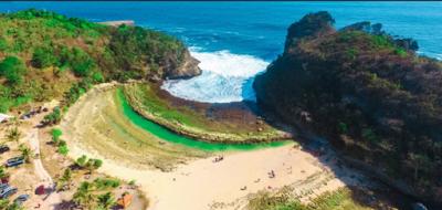 Indahnya Pantai Batu Bengkung Malang