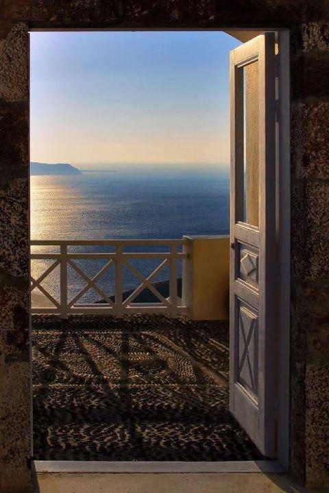 Puerta abierta al año nuevo - Mercy Flores