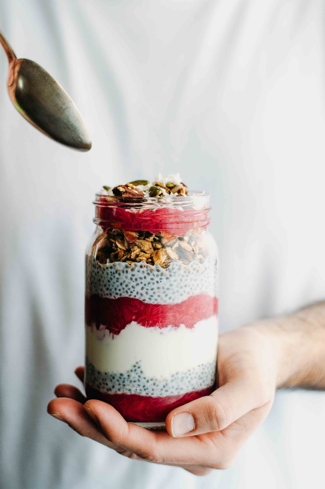 Chia and Rhubarb Breakfast Jar | https://oandrajos.blogspot.com