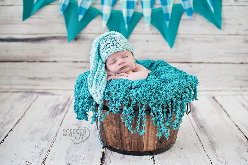 sesja zdjęciowa noworodka, sesje noworodkowe u klienta w domu,