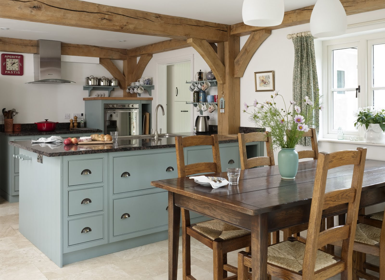 From little acorns this house is on bbc1 for Cocinas country