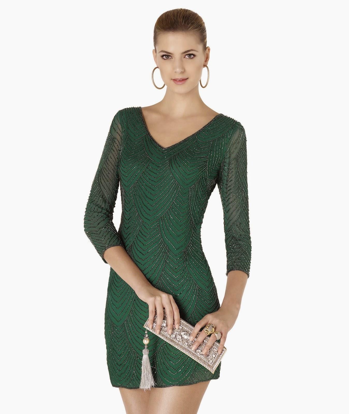 7ab809b006d18 Pronovias kokteyl elbiseleri arasındaki turumuzda sıra bir bordo abiye  elbise modeline geldi. Bu elbise saten kumaştan yapılmış sanırım; kolları,  ...
