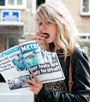 Cewek Makan Koran