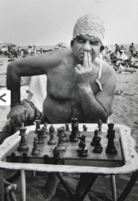 http://federer7.tumblr.com/post/151293561721/coney-island-chess-player-in-bathing-cap-1960-by