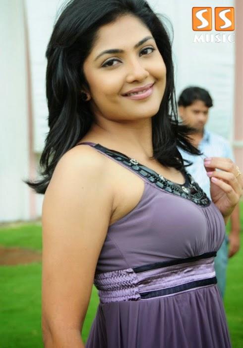 Kamalini Mukherjee Hot Photoshoot