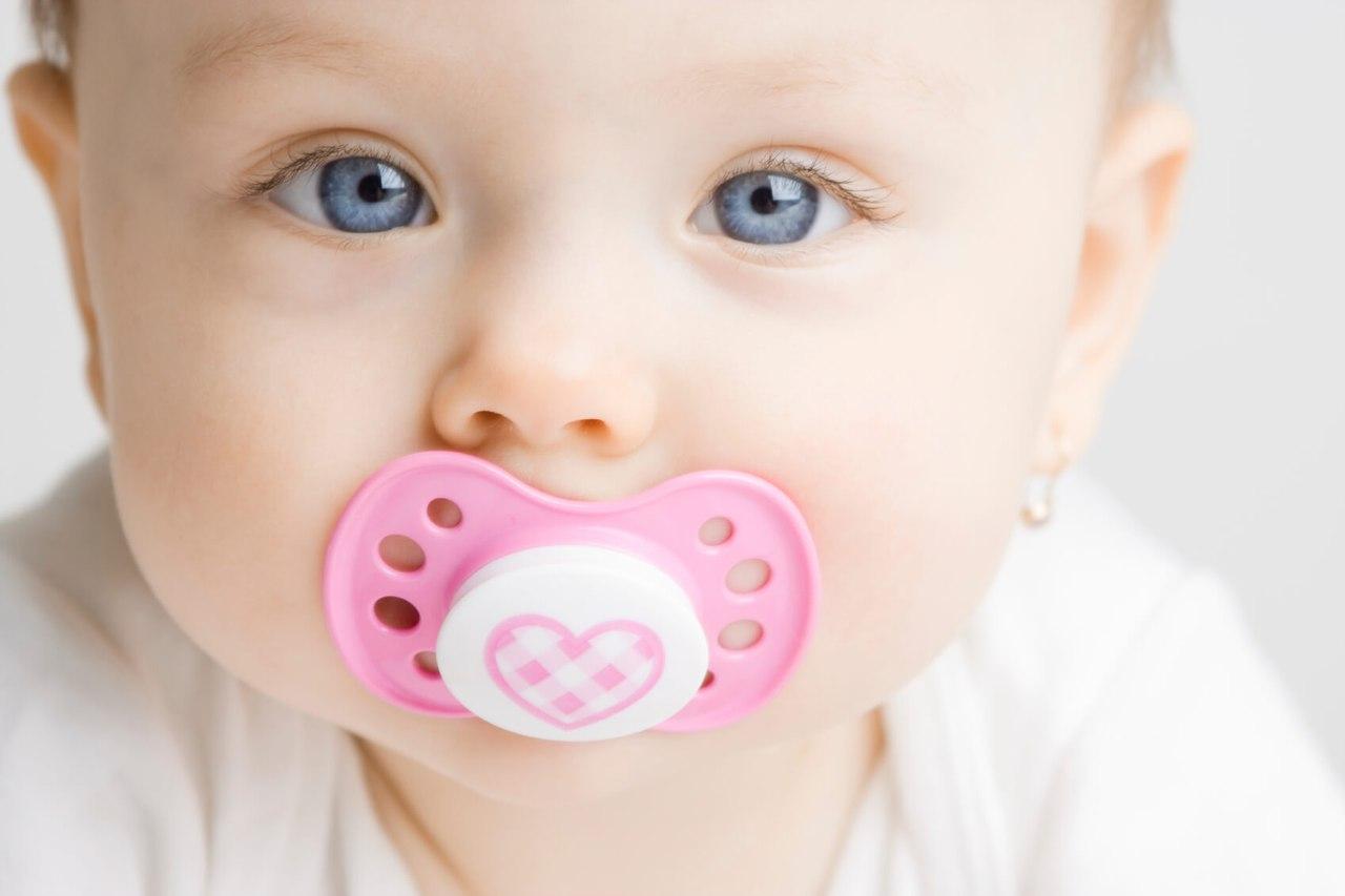 Как правильно отучить ребенка от пустышки?