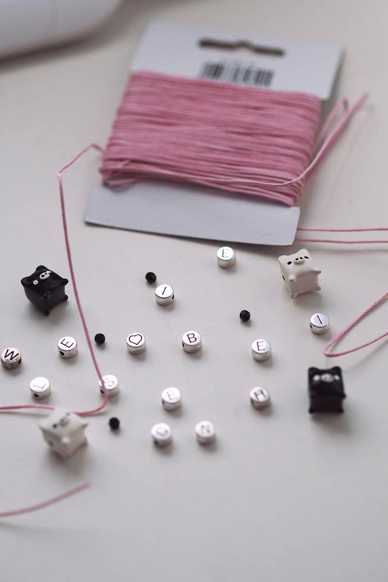 KuneCoco • Armbänder mit Buchstabenperlen selber machen • DIY your closet