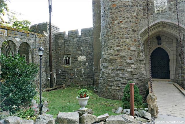 Puerta y Puente Levadizo del Castillo Medieval Hammond, Gloucester