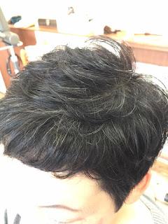 白髪が目立たないスタイル
