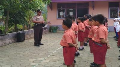 Anggota Polsek Pituruh, Memberikan Himbauan Kepada Siswa SD N Sikambang Dalam Tertib Berlalu Lintas dan Bahaya Narkoba