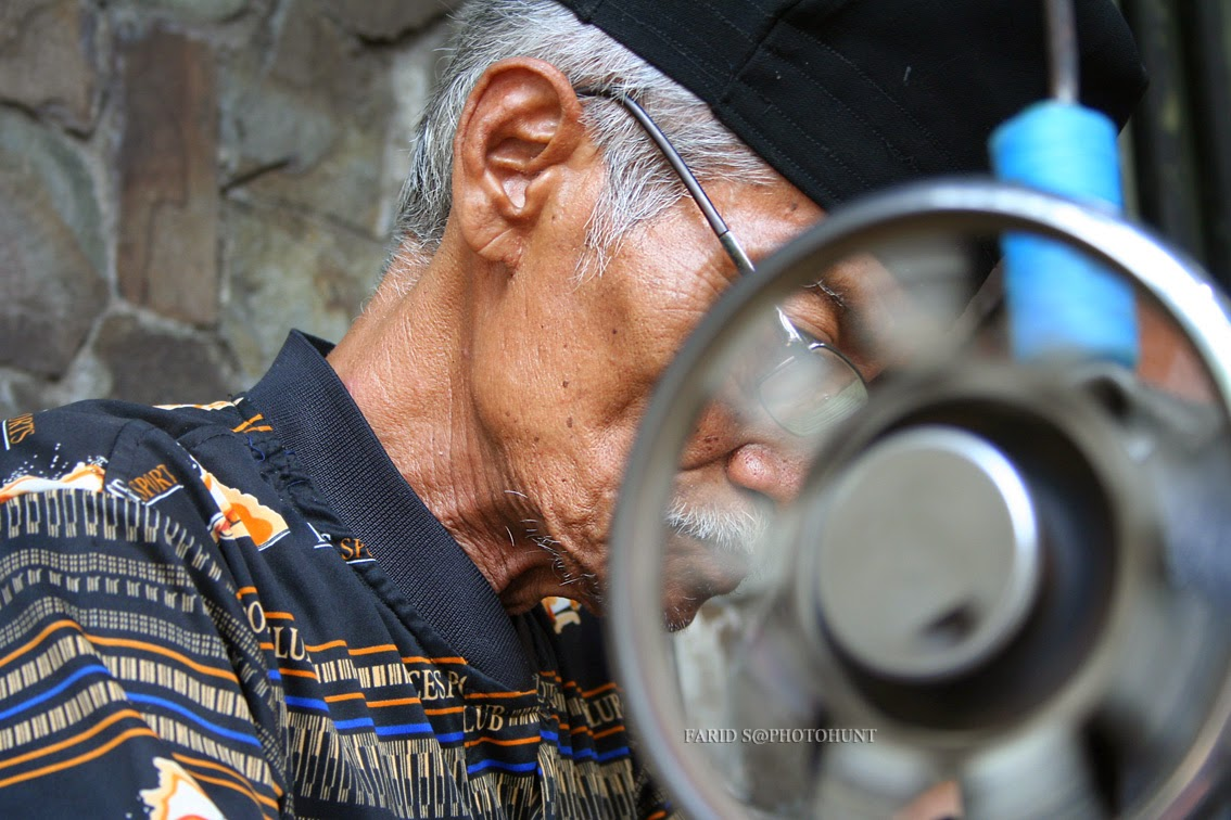 Foto Human Interest. Kisah penjahit