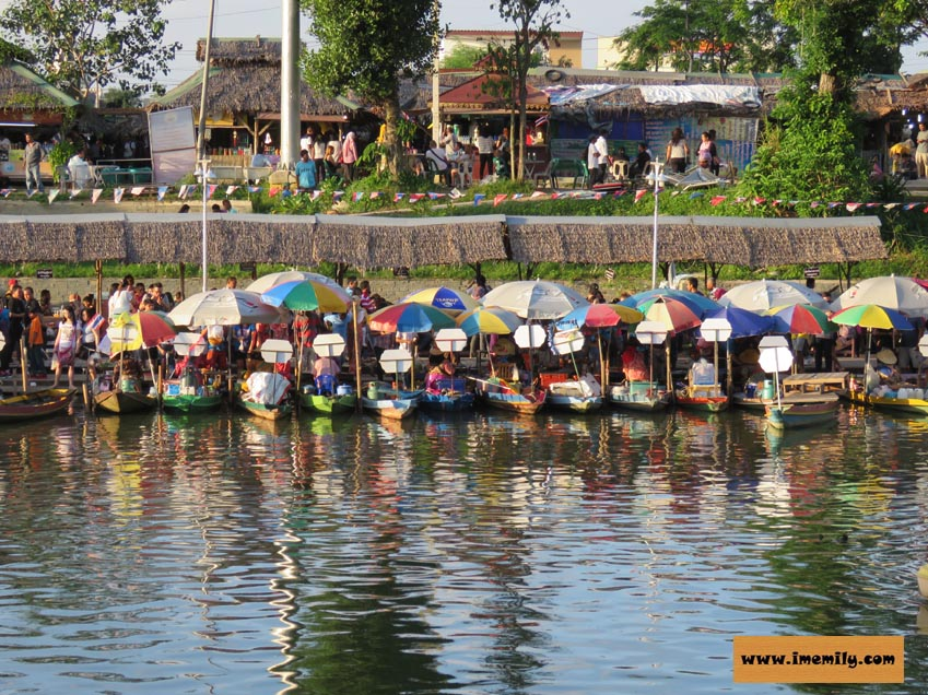 Khlong Hae Floating Market at Hat Yai