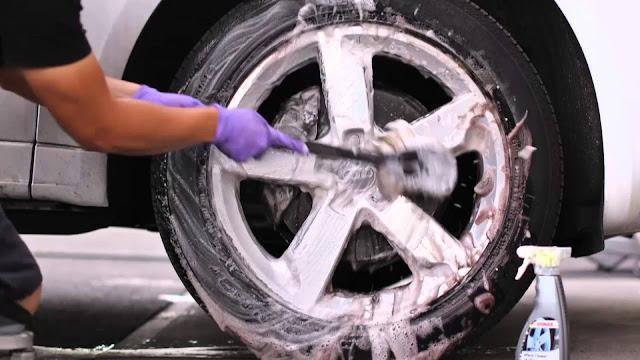 comment nettoyer les pneus de voiture