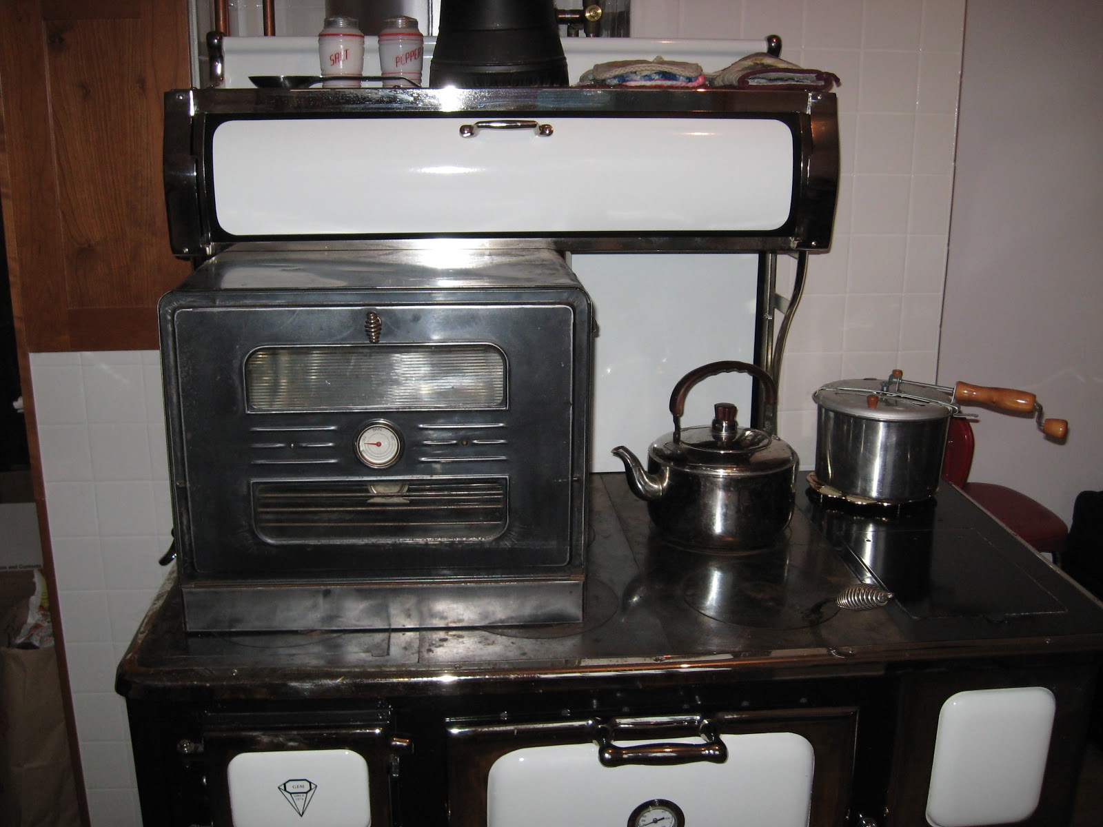 Kitchen Cook Stoves Home Depot Remodel Cost Wood Cookstove Cooking Using A Stovetop Oven On