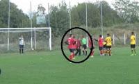 Αδιανόητο❗ παράγοντας ποδοσφαίρου μπήκε στο γήπεδο για να  ξεβρακώσει διαιτητή❗ ➤➕〝📹ΒΙΝΤΕΟ〞