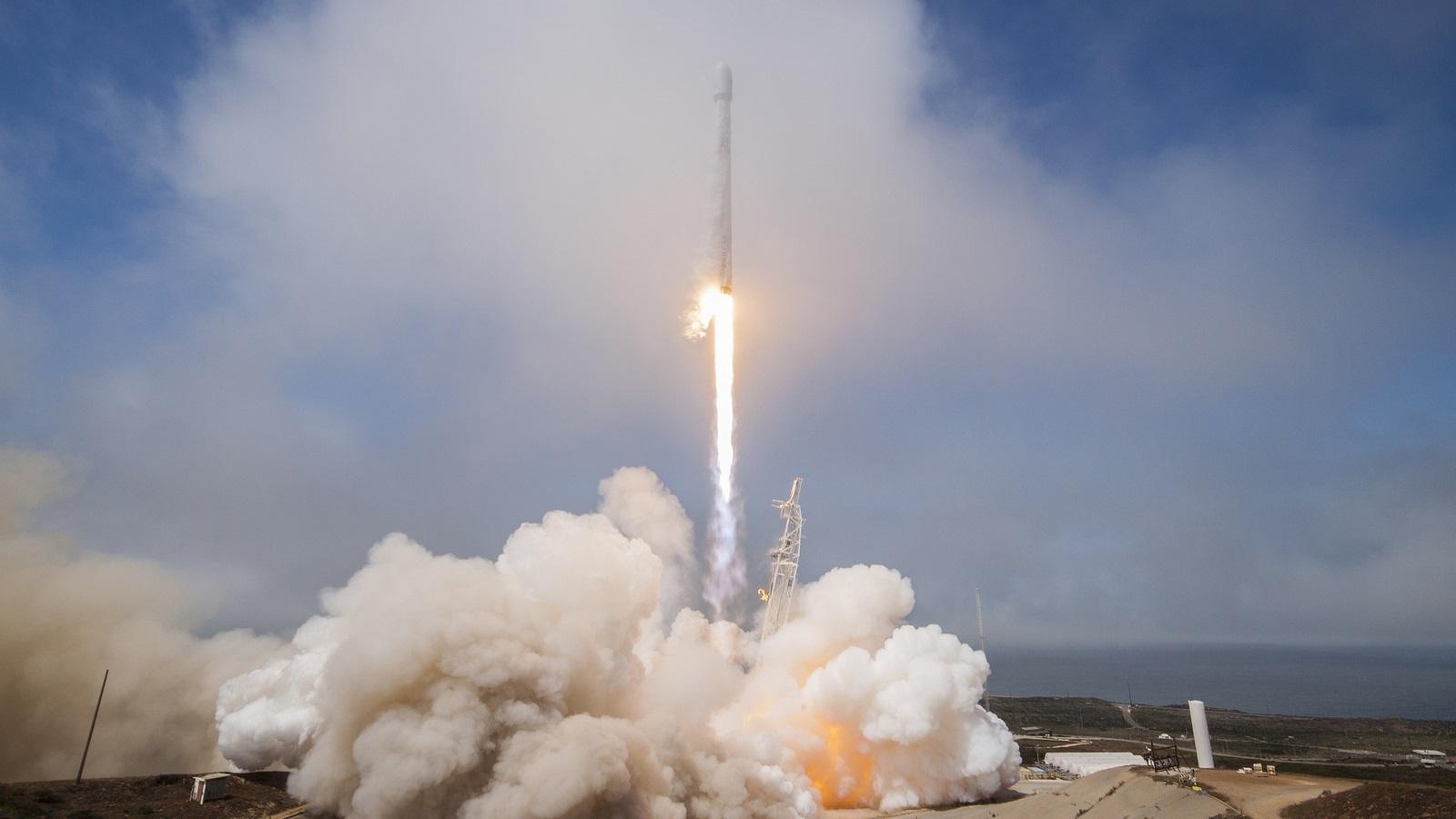 Tên lửa Falcon 9 của SpaceX được phóng lên không gian mang theo vệ tinh tự chế tạo đầu tiên của đảo quốc Đài Loan. Hình ảnh: SpaceX.
