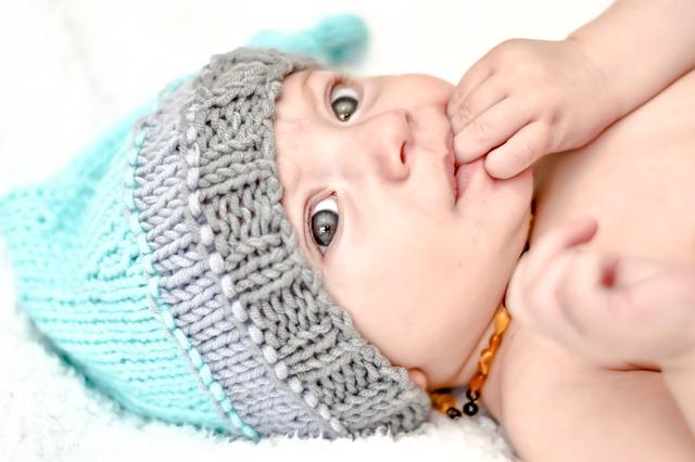 bayi muntah banyak, bayi muntah menyembur, bayi muntah, bayi gumoh, bayi