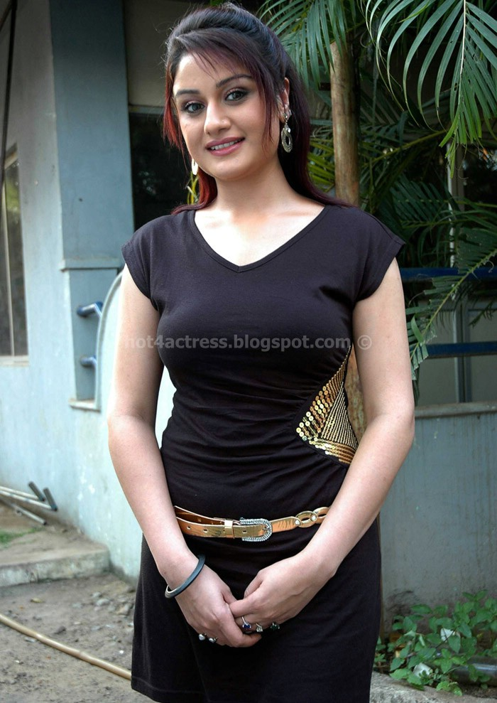 Sonia agarwal new in t-shirt photos