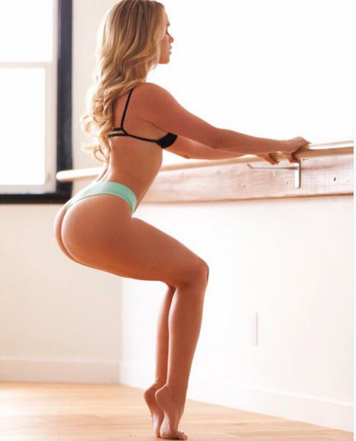 bonita mulher dançando balé