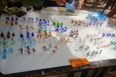 Bichinhos de Cristal na feira de domingo