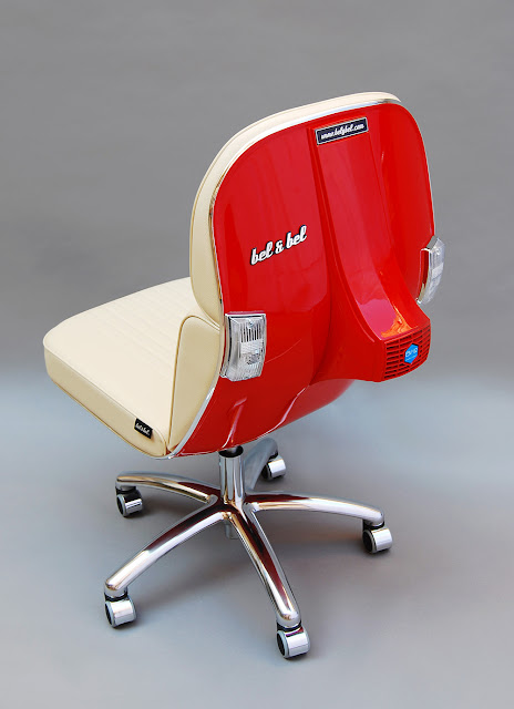 La poltrona Scooter Chair di Bel and Bel, ricavata dal telaio di una Vespa Piaggio