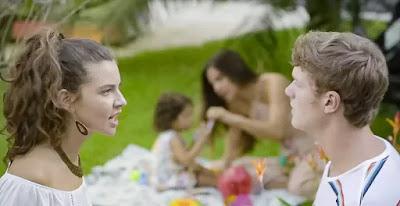 Rita (Alanis Guillen) discute com Filipe (Pedro Novaes)