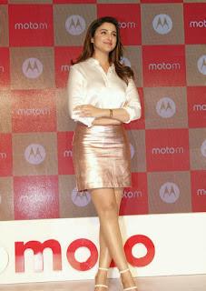 Parineeti Chopra Stills in Golden Mini Skirt at Motorola Moto M Launch  0017.jpg