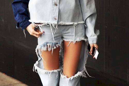 Gokil dan Maksa Banget! Kelakuan 16 Orang Ini Mengenakan Model Celana Paling Aneh di Dunia