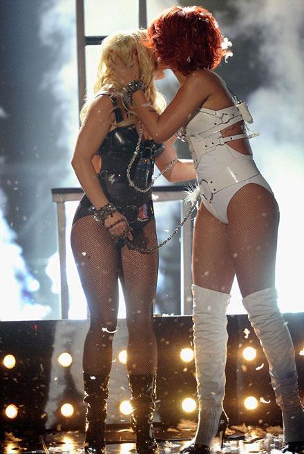 Rihanna kiss britney