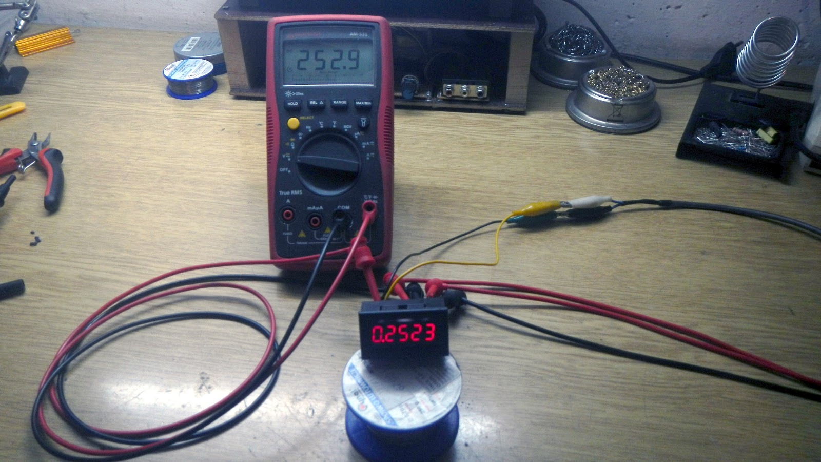 Elvis DIY Electronics Projects: Peak voltage detector for a