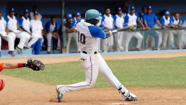 Vistiendo por primera vez el uniforme de su equipo esta temporada, el antesalista Rudy Reyes fue eje fundamental en el desenlace al conectar un jonrón con las bases llena