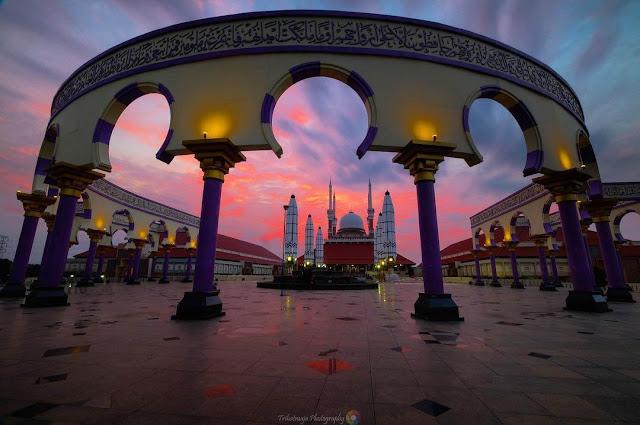 majid agung jawa tengah saat sunset