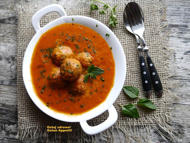 Klopsiki ze słonecznikiem w sosie paprykowo - pomidorowym - Czytaj więcej »