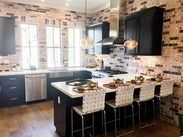 Modern Urban Kitchen - Mix of contemporary and cozy for your living space | sprinkledwithcolor.com