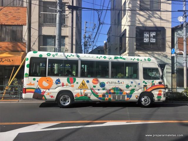 autobus escolar en tokio