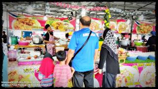 Gambar pelanggan beratur beli Nasi Briyani Arab, Nasi Kaomok di Kak Roh Kitchen.