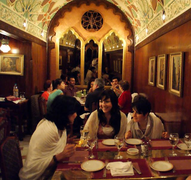 restaurante-en-el-Gran-Bazar-de-Khan-el-Khalili