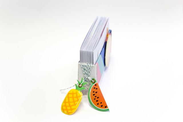 http://danipeuss.blogspot.com/2017/07/schnell-gemacht-smoothie-minialbum-mit-amy-tangerine-on-a-whim-tutorial.html