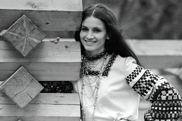 Софія Ротару – естрадна співачка. Народилася в селі Маршинці Новоселицького району
