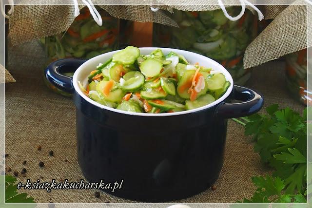 przepis na sałatkę do obiadu z ogórków na zimę