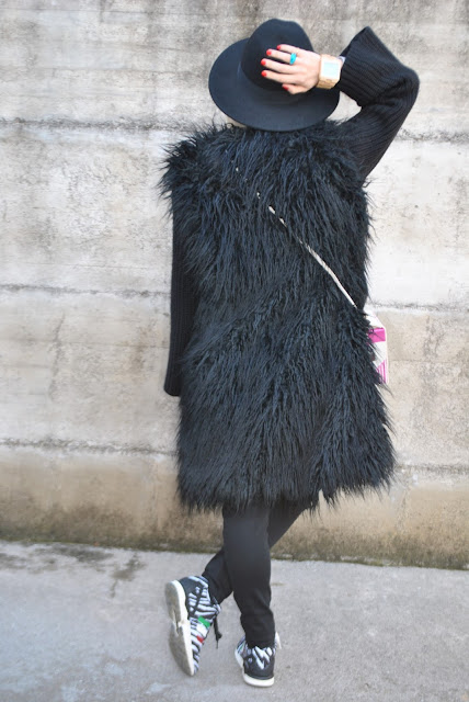 outfit cappotto pelliccia ecologica smanicato elisabetta franchi cappotto nero  in pelliccia ecologica con maniche in lana elisabetta franchi cappotto elisabetta franchi che si trasforma in gilet di pelliccia elisabetta franchi come abbinare un cappotto di pelliccia ecologica abbinamenti cappotto pelliccia ecologica nero come abbinare un gilet di pelliccia abbinamenti gilet pelliccia ecologica elisabetta franchi coat elisabetta franchi faux fur vest black faux fur vest elisabetta franchi faux fur coat elisabetta franchi how to wear black fur coat how to combine black fur coat how to match black fur coat how to combine black fur coat faux fur vest outfit how to wear faux fur vest how to combine faux fur vest how to match faux fur vest outfit invernali outfit marzo 2016 outfit casual invernali mariafelicia magno fashion blogger color block by felym fashion blogger italiane fashion blog italiani fashion blogger milano blogger italiane blogger italiane di moda blog di moda italiani ragazze bionde blonde hair blondie blonde girl fashion bloggers italy italian fashion bloggers influencer italiane italian influencer