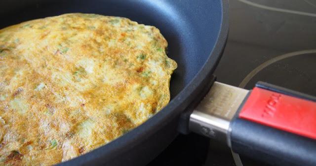 Sycący omlet z awokado