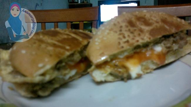 Bukan burger la , tapi Roti John - Sumarz.Com