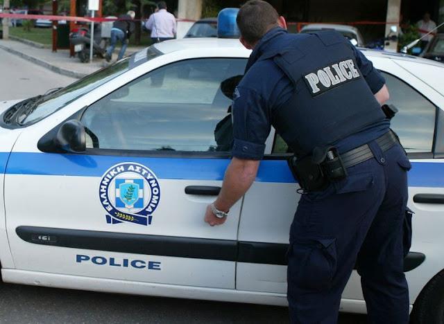 Συνέλαβαν 80χρονη που πουλούσε χόρτα χωρίς άδεια