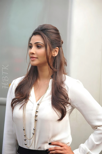 Hbtkollywood Daisy Shah Showing Super Sexy Bra In