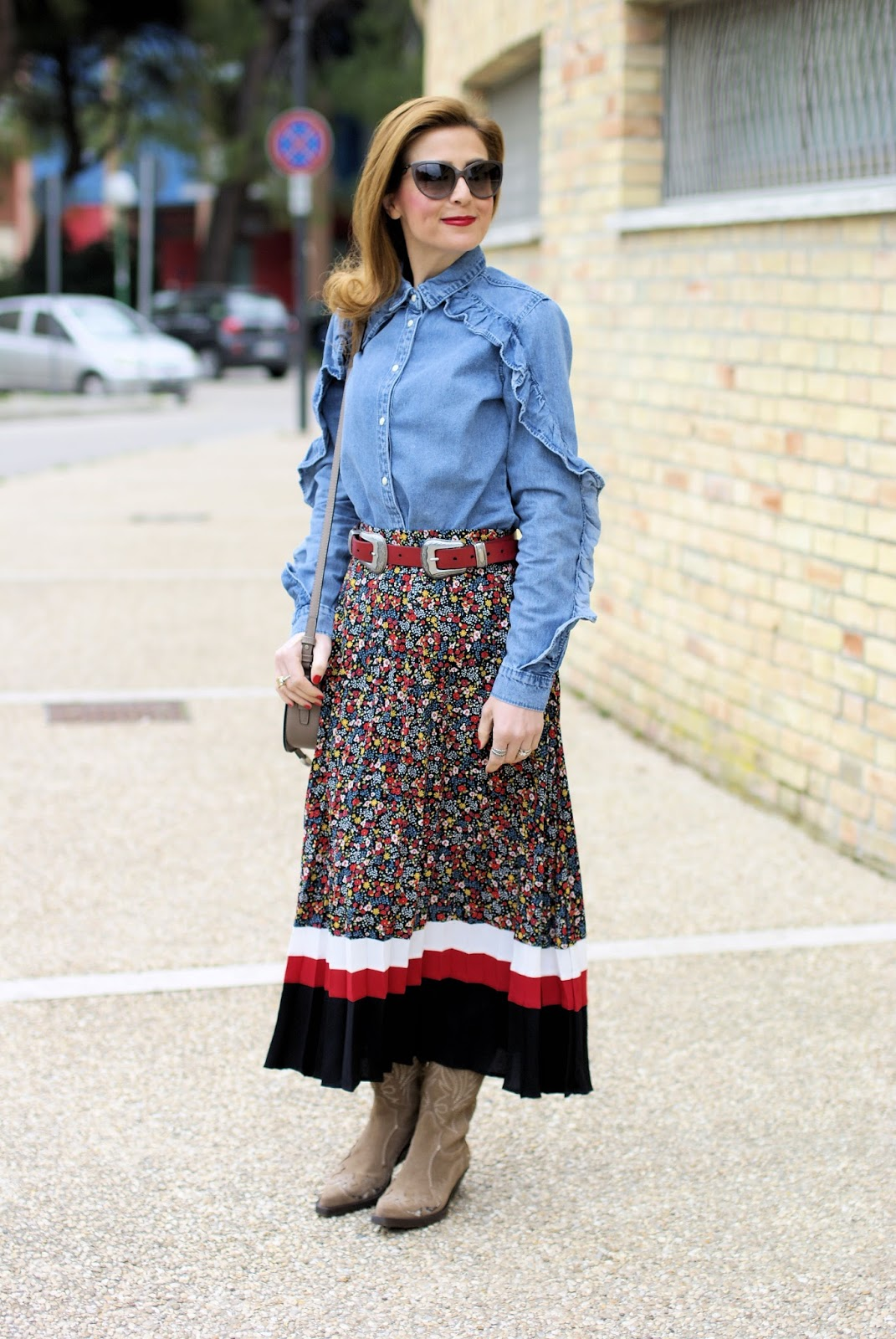 Texan boots and floral skirt on Fashion and Cookies fashion blog, fashion blogger style