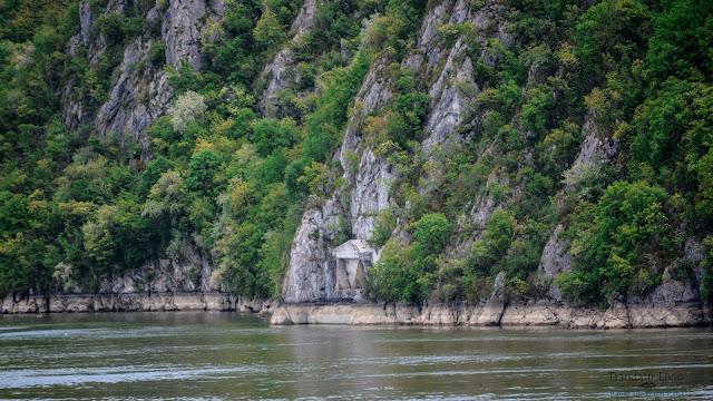 Tabula Traiana atractia turistica din apropierea Cazanelor Mici