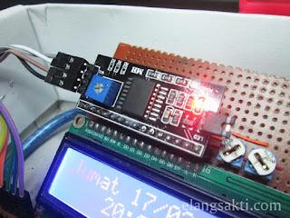 Gambar modul LCD 16x2 dan Arduino + I2C Adapter